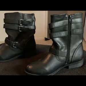 New never worn ankle boots
